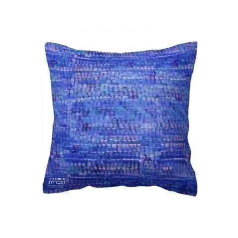 כרית כחולה בטקסטורת עיגולים