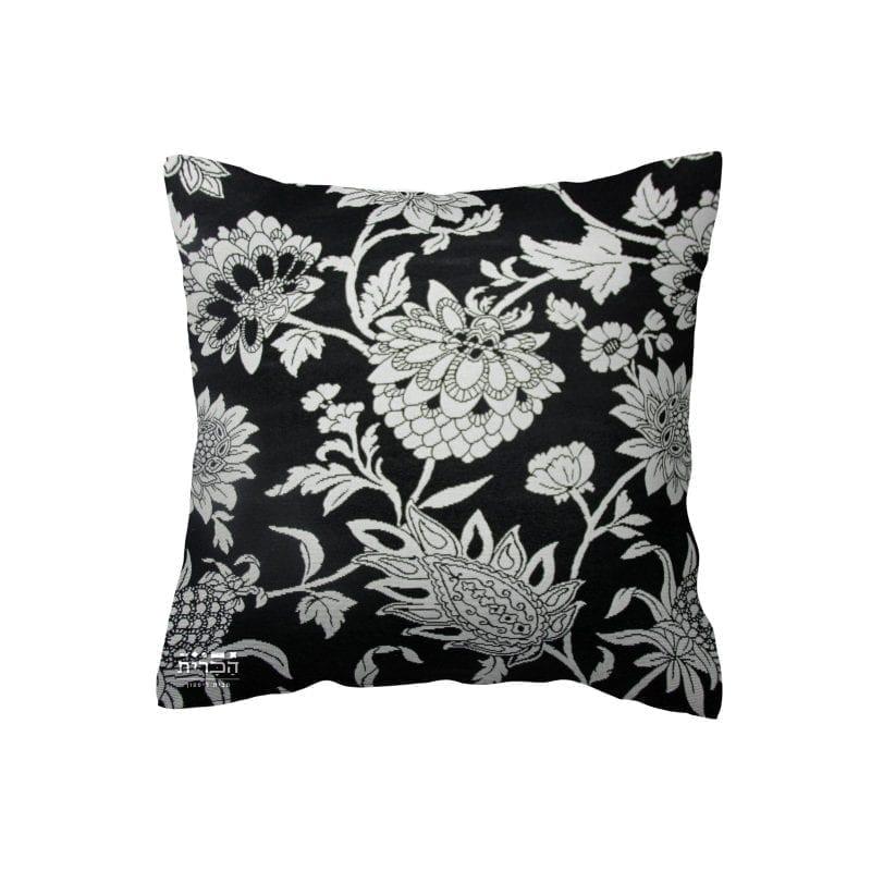 כרית נוי שחורה עם פרחים בלבן