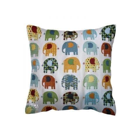 כרית פילים ברקע בהיר